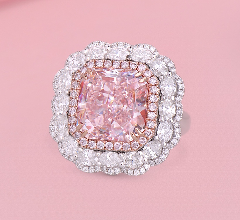 PAIRING THE PERFECT PINK DIAMOND5@1x
