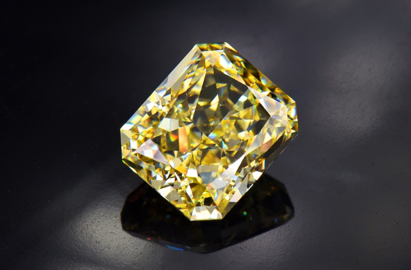 WHICH OF THE COLORED DIAMONDS IS MOST EXPENSIVE4@1x