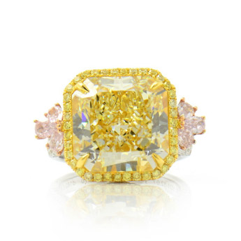 Image of a Colored diamond engagement ring